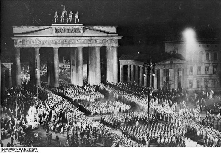 nazi-parade-brandenburg-gate